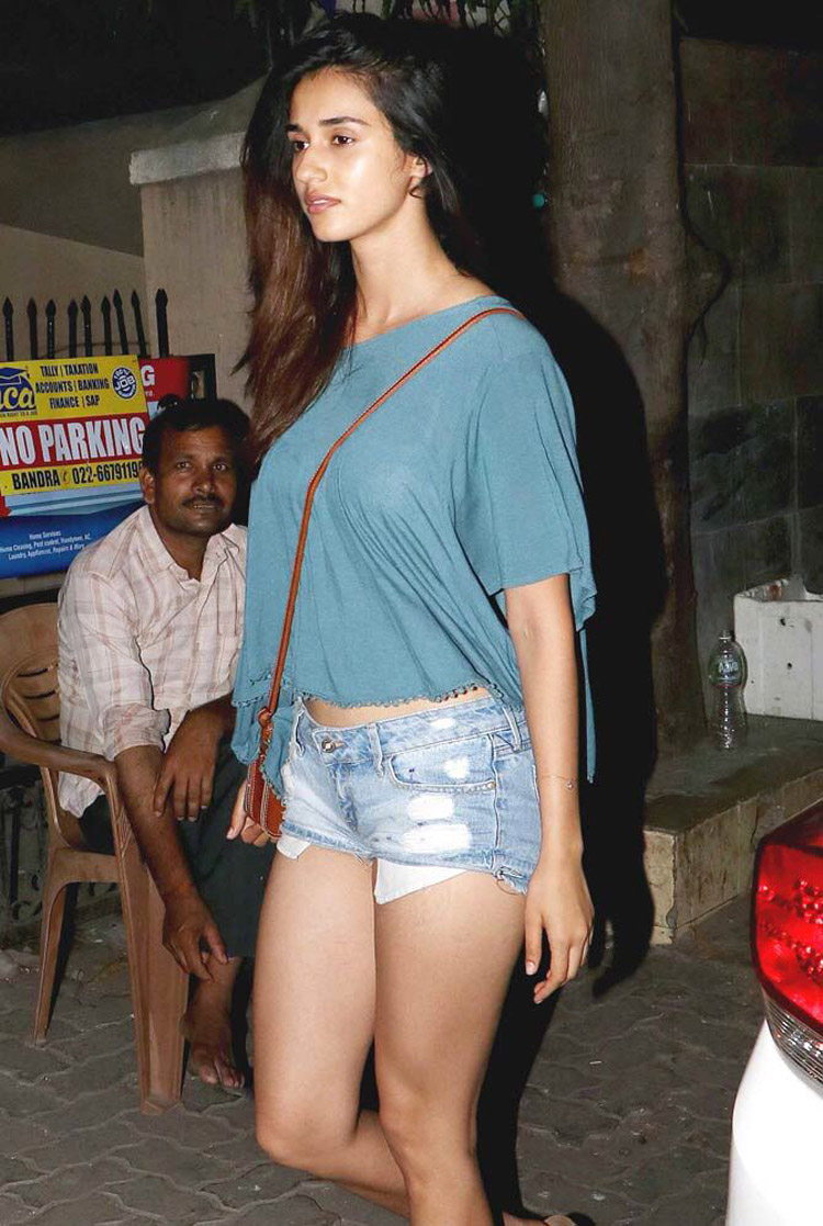 disha-patani-hot-thighs1
