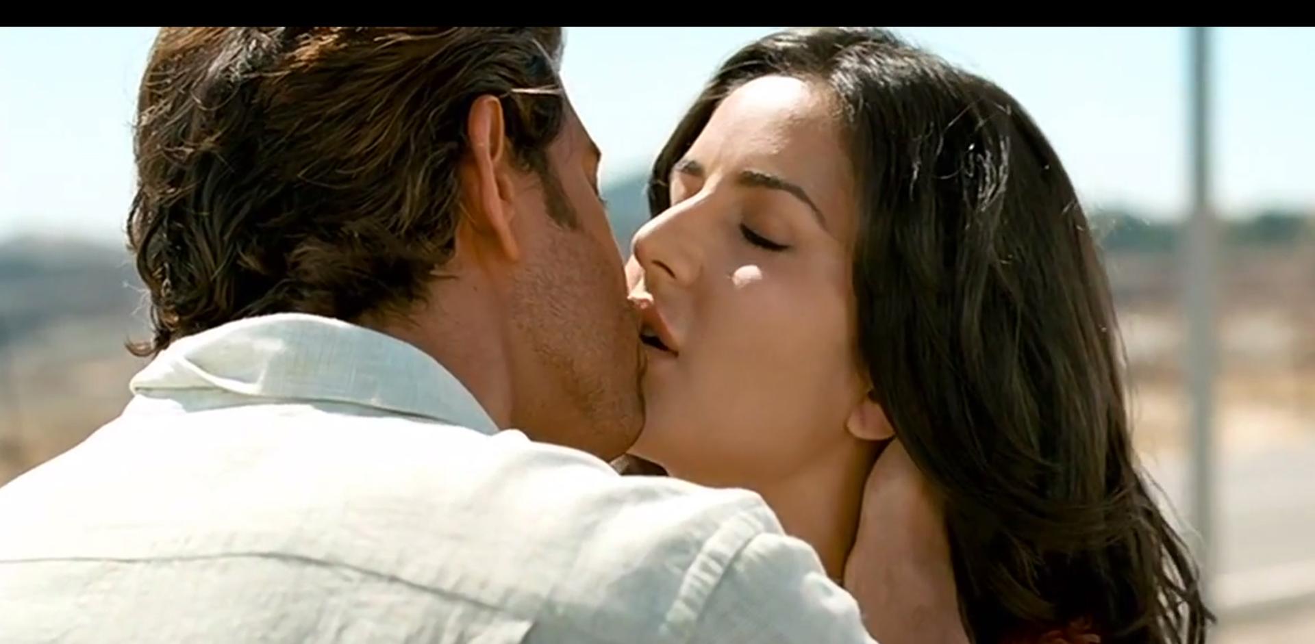 katrina-kissing-hrithik-roshan