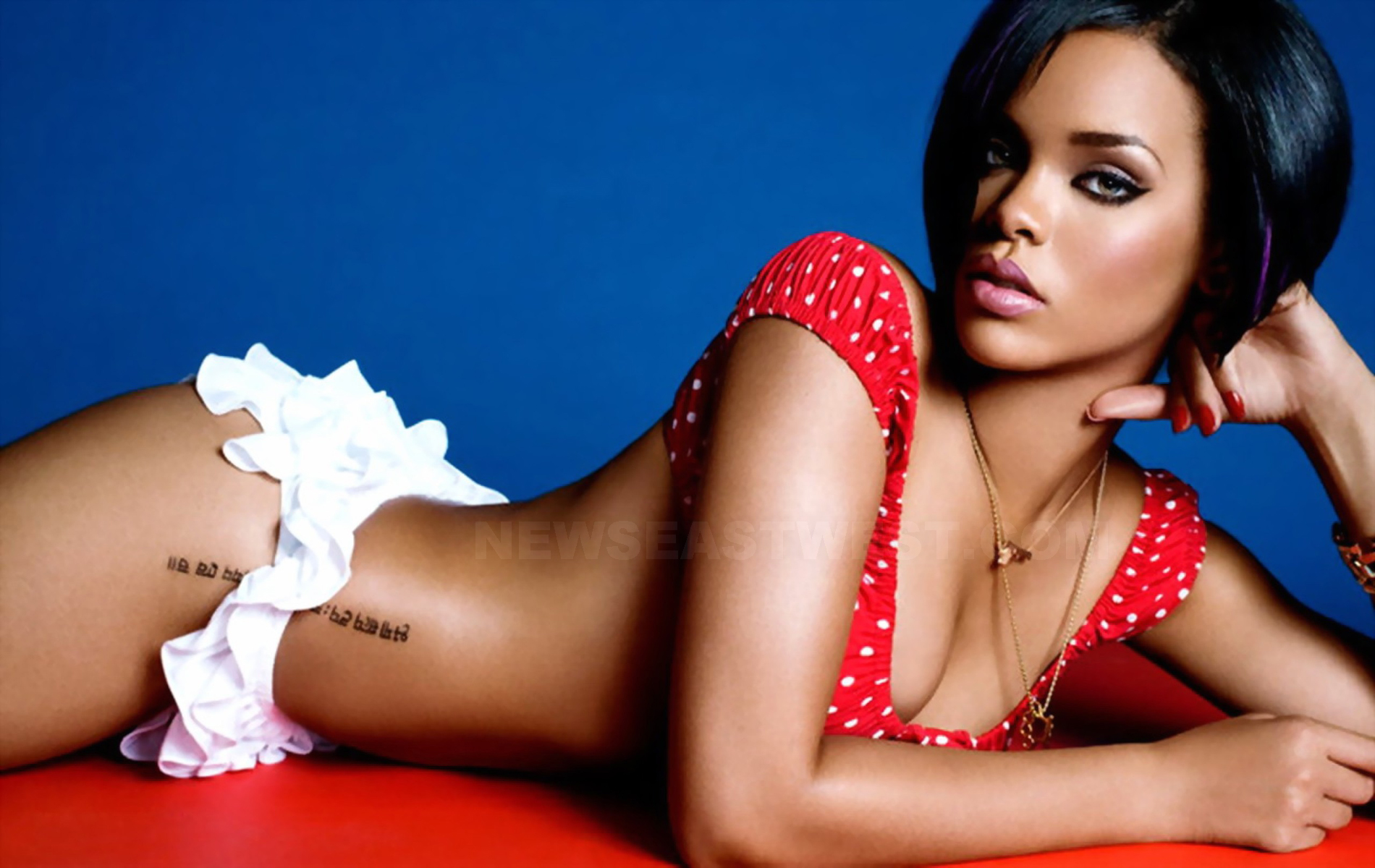Rihanna hot wallpaper