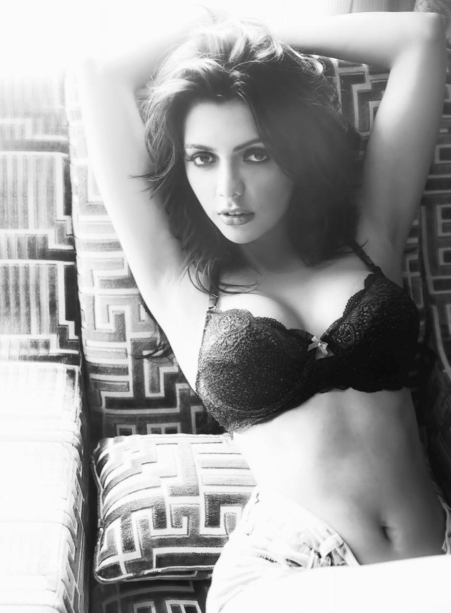 ruhi-singh-hot-navel-image