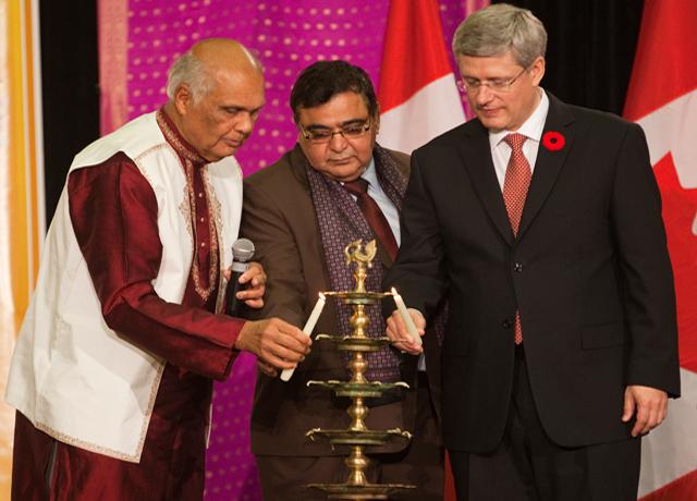 Harper lights Diwali lamp, praises Indo-Canadians for promoting culture of sharing