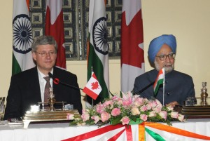 Prime Ministe Manmohan Singh and Prime Minister Stephen Harper at the joint press conference in New Delhi on November 6