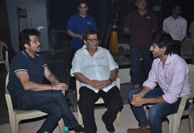 Anil Kapoor visits Subhash Ghai (centre) on the sets of Kaanchi. Kartik is on the right
