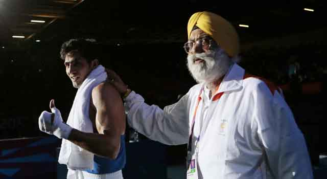 Vijender singh with his coach Sandhu-640