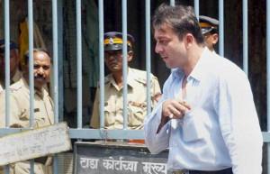 sanjay dutt leaves court in 2002
