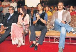 Ash and Vivek seen at the Mumbai Police Film Star Nite Umang 2009.