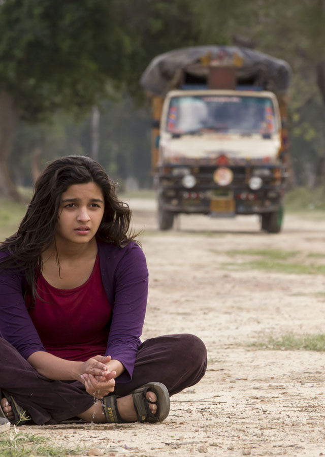 Alia sitting on the Highway in Faridkot, Punjab