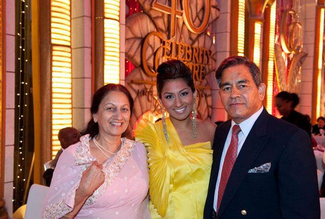 Anjani's daughter Amrapali (middle) has become a celebrity in showbiz because of Kathak.