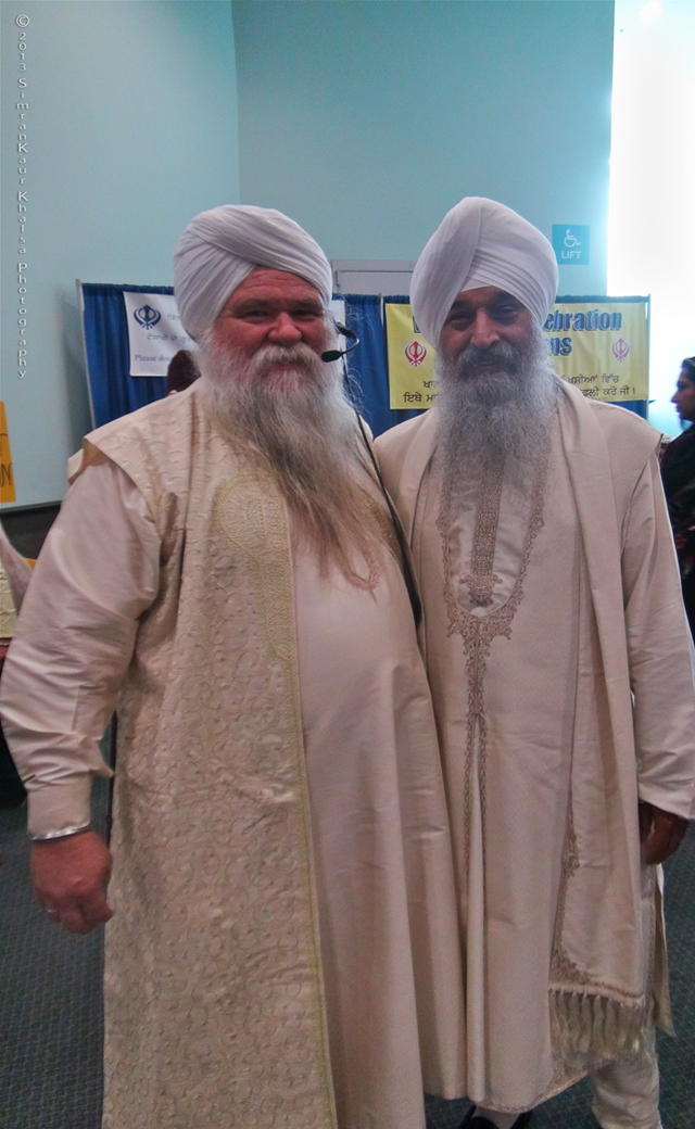 Bhai Sahib Satpal Singh Khalsa (right), Ambassador of Sikh Dharma, seen with Nirinjan Singh.