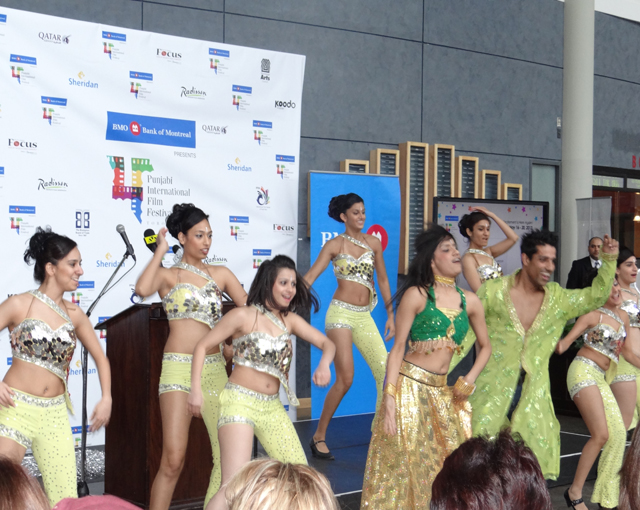 Dancers from the Shiamak Davar dance group were on hand to entertain the august audience.