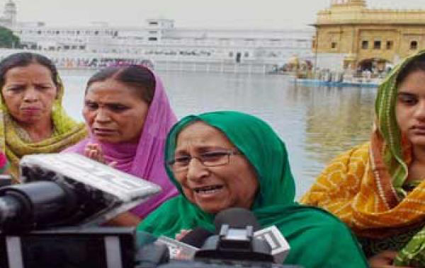Family of Sarabjit at the Golden Temple before leaving for Pakistan