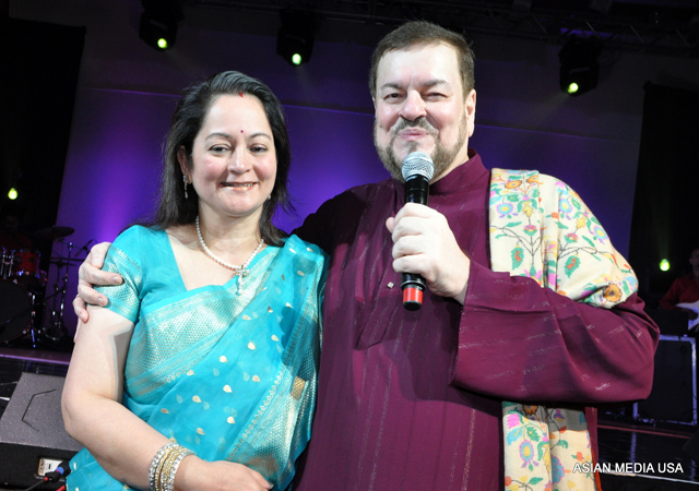 Nitin Mukesh and his wife Nishi Mukesh (Serenading his wife with Chand Si Mehbooba ho Meri Jaan)
