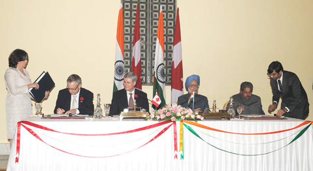 This file photo shows Prime Ministers Harper and Singh at the signing of accords in Delhi in 2012