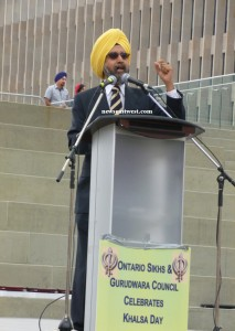 Dr Rajwant Singh, chairman of the Sikh Council on Religion and Education (SCORE), addressing the huge Vaisakhi gathering.