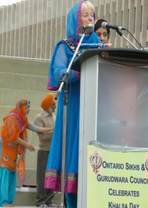 Dressed in Punjabi salwar-kameez, Brampton city mayor Susuan Fennell, praises the contribution of the Sikh community to her city.