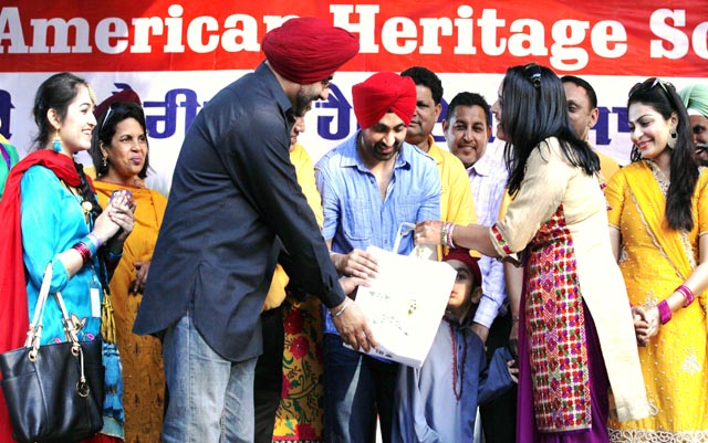 Punjabi filmstar Diljit Dosanjh being recognised by Jasjit And Sandeep Kang. Actress Neeru Bajwa (in yellow) is on the extreme right