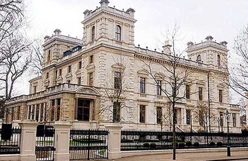 The house in London where Mittal and his wife Usha live is known as the Taj Mittal as it contain the marble from the same quarry in India with which the Taj Mahal was built.