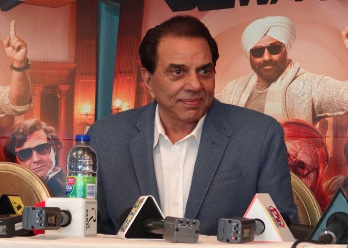 Dharmendra promotes Yamla Pagla Deewana-2 in Toronto