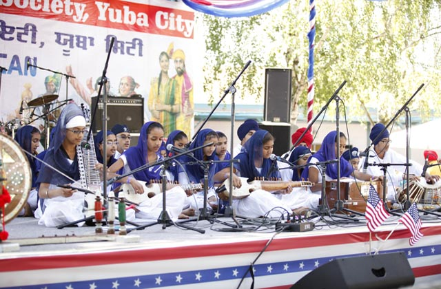 Young children singing shabad (religious hymns)