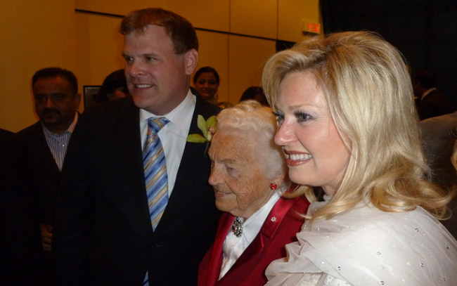 Foreign afffairs minister John Baird (left) seen with Mississuaga mayor Hazel McCallion (middle)