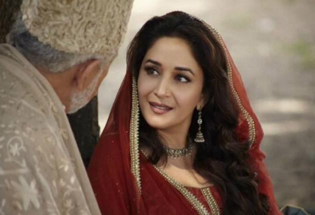Madhuri gets romantic with Naseeruddin