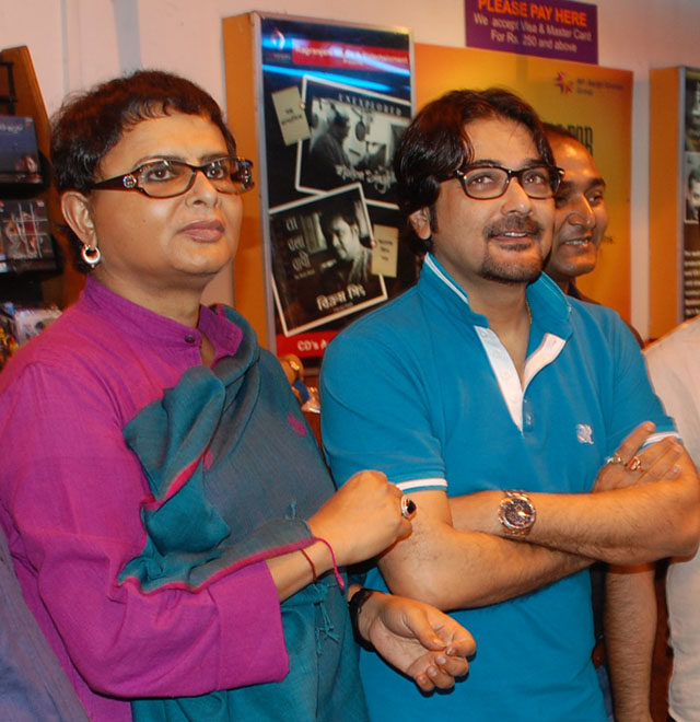 Rituparno Ghosh (left) with Prosenjit Chatterjee