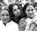 Shabana seen with her father Kaifi Azmi and mother