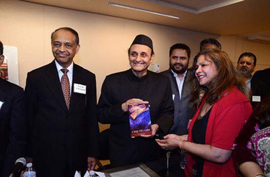 Dr Karan Singh releasing Surekha Vijh's poetry book `A Leap into Water' in Washington DC