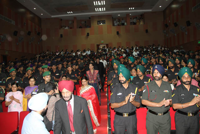 Milkha Singh at the screening of Bhaag Milkha Bhaag at Army Cantonment in Chandigarh