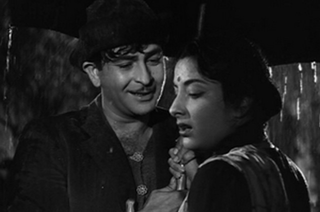 Nargis and Raj Kapoor in Pyar Hua Ikarar Hua (Shree 420)