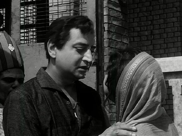 Pran and Mala Sinha in Pooja Ke Phool (1964)