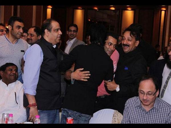 Shahrukh, Salman hug