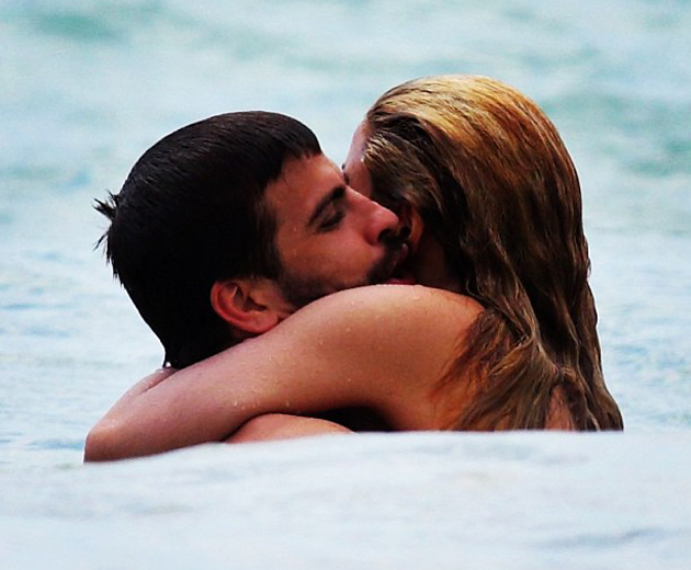 Shakira and her beau Gerard holidaying in Hawaii