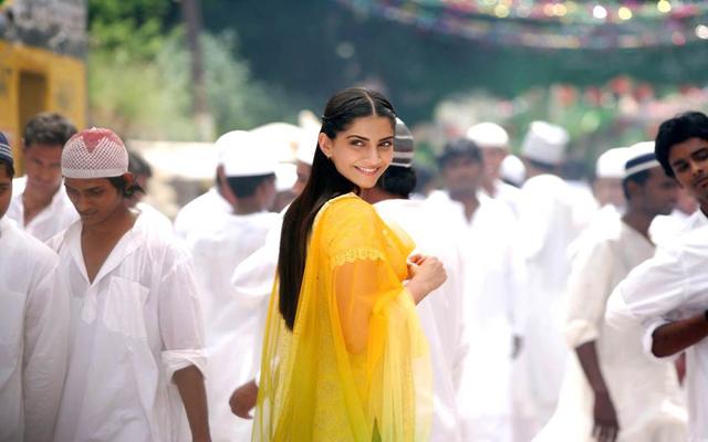 Pakistan bans Raanjhanaa because it shows a Hindu boy in love with a Muslim girl