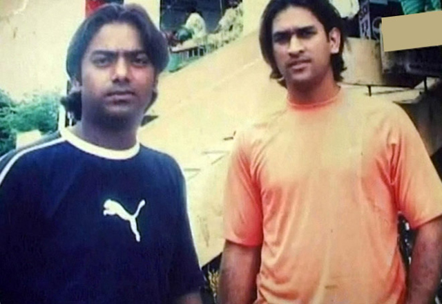 santosh lal seen with dhoni