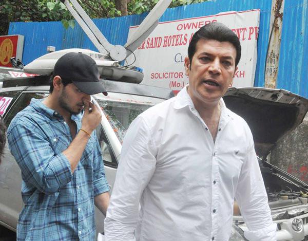 suraj pancholi with dad aditya pancholi