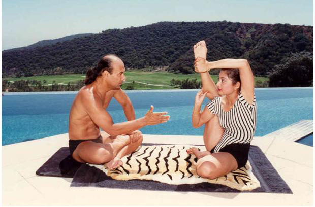 Bikram Choudhury giving yoga lessons