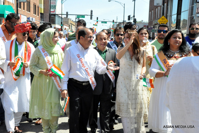 Actress Soha Ali Khan walking in the India Day parade in Chicago on Aug 17.