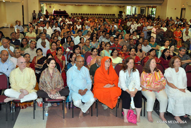 People at the launch of Encyclopaedia of Hinduism in Chicago