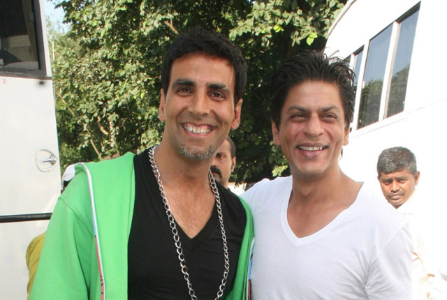 80100-shahrukh-khan-akshay-kumar-on-the-sets-of-akshay-forthcomi