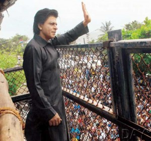 Shahrukh waves to the crowd from his bungalow Mannat