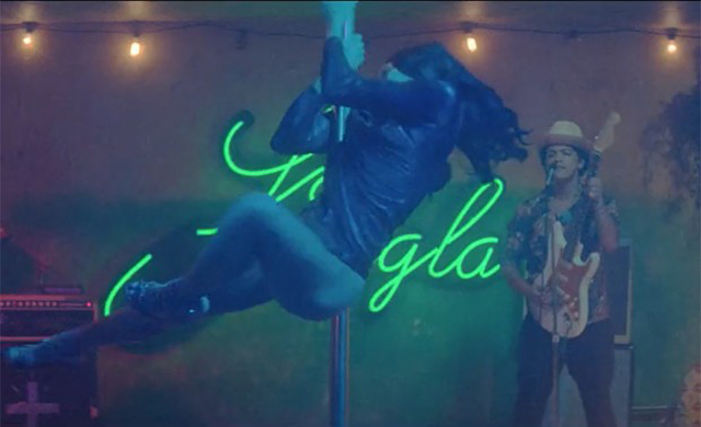 Freida Pinto: Pole dance  in the single Gorilla