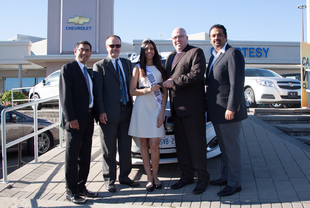 (L-R): Miss India Canada organizer, Sanjay Agnihotri, Metroland South Publisher & VP Dana Robbins, Miss India Canada Harleen Malhans, GM Canada Advertising Integration Manager Paul Bailey and event organizer, Gautam Sharma pose after the award ceremony in Toronto on Wednesday. Photo by Kamil Mytnik