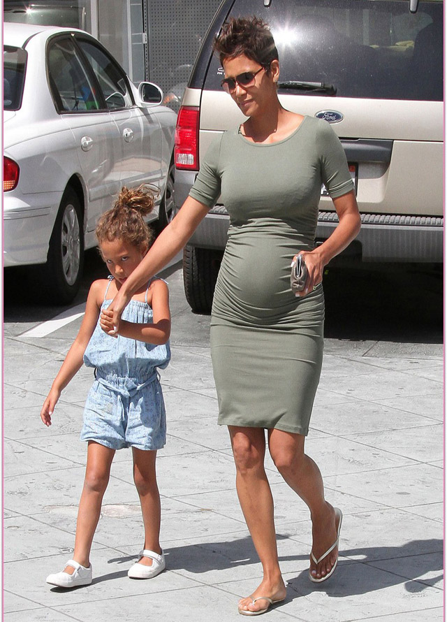 Pregnant Halle Berry with her daughter Nahla