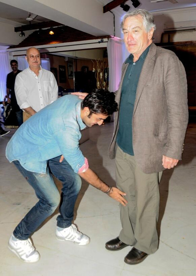 Ranbir Kapoor touches Robert de Niro's feet
