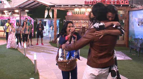 gauhar hugs kushal as he re-enters Bigg Boss