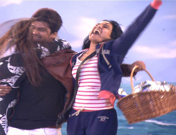Kamya is ecstatic as lovebirds Gauhar Khan and Kushal hug each other