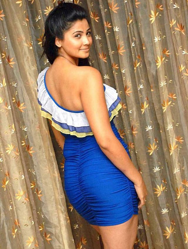 Daisy Shah - hot