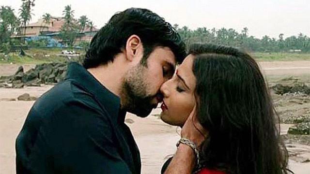 Emraan and Vidya Balan Kiss