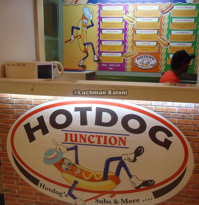 Hot dog stand in high-end Nariman Point